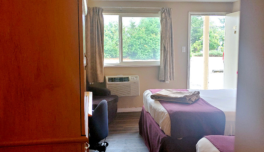 Double Queen Bed with Kitchenette